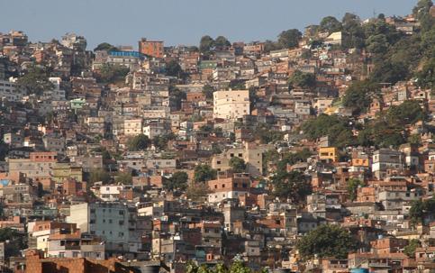 IBGE: 6% da população brasileira mora em favelas