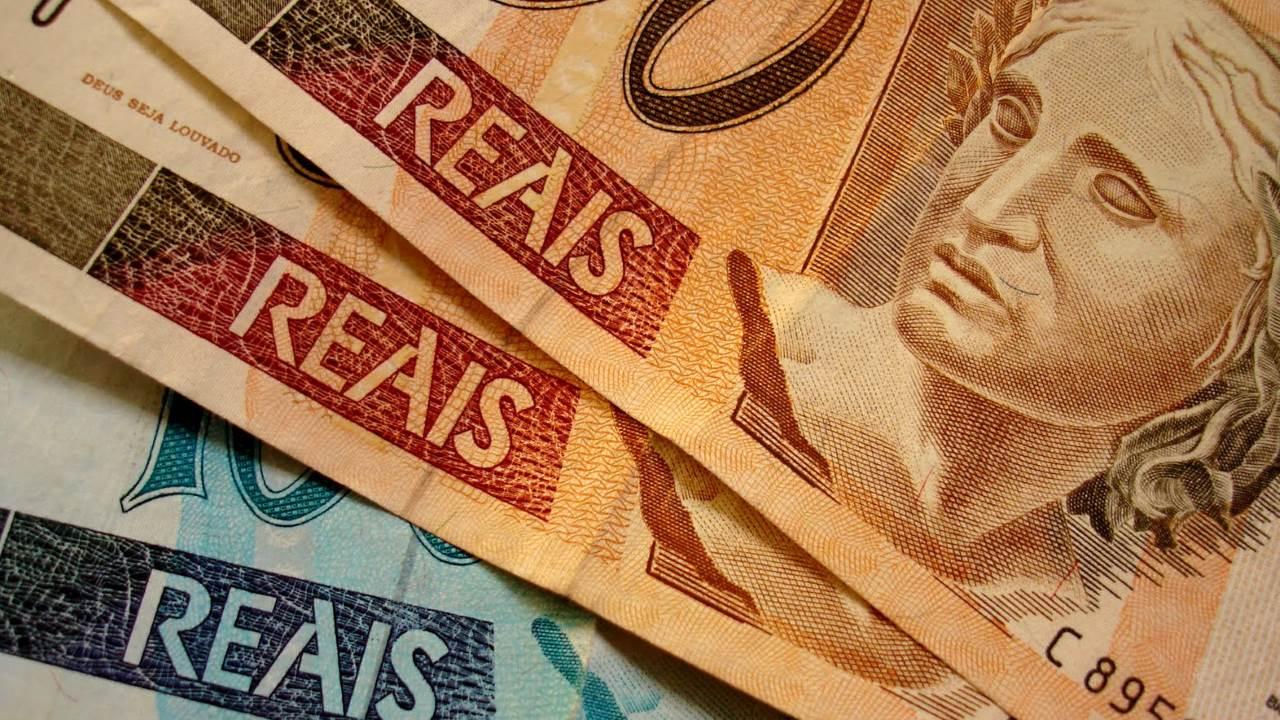 Renda do trabalhador cai ao menor nível desde janeiro de 2013, aponta IBGE