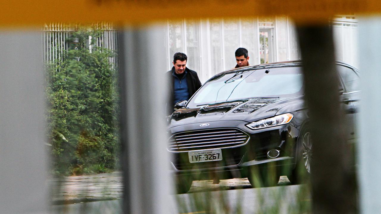 Mordomia: carros oficiais a serviço da família de Dilma