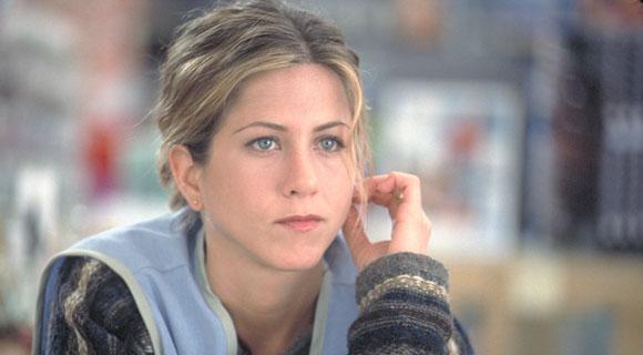 Jennifer Aniston responde críticas após declarar que corta relações com pessoas antivacina