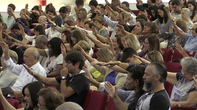 Igrejas querem usar reforma tributária para impedir recolhimento de tributos