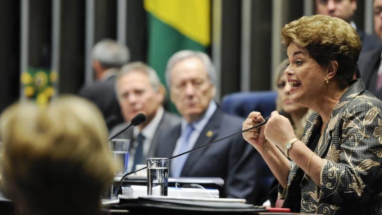 2016 - O impeachment de Dilma Rousseff: impopular, incapaz de manter a governabilidade e em meio a escândalos, a primeira presidente eleita no País teve seu mandato cassado