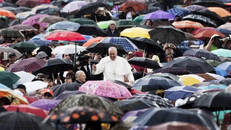 2013 - Francisco, o Papa do povo: após a renúncia de Bento XVII, o argentino Jorge Mario Bergoglio torna-se o papa Francisco, com um discurso de inclusão, humildade e simplicidade