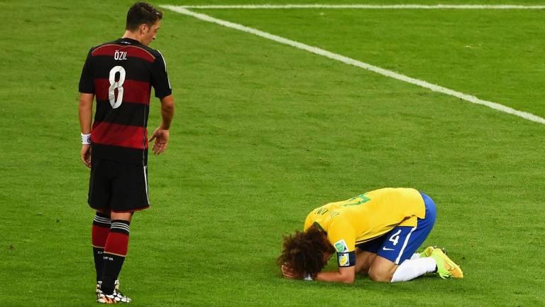 2014 - O maior vexame da história: o Brasil sofreu para provar que era capaz de organizar uma Copa, mas penaria ainda mais em campo, com a derrota por 7 a 1 para a Alemanha