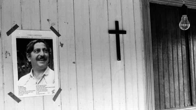 1988 - Chico Mendes, o mártir dos povos da floresta: ele conseguiu levar adiante a implantação das reservas extrativistas e seu assassinato revelou a violência agrária no Brasil