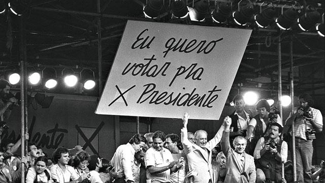 1983 - Diretas já, o clamor das ruas: num movimento de mobilização inédito, brasileiros exigiram a volta da democracia e o direito de eleger seus presidentes