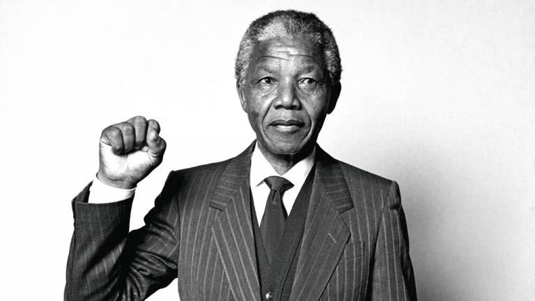 2013 - Mandela, símbolo da luta pela liberdade: o legado do ativista que combateu o regime segregacionista do Apartheid e liderou a pacificação de um país ainda dividido pela cor da pele