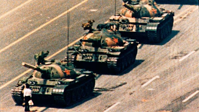 1989 - O massacre na Praça da Paz Celestial: após a violenta repressão aos manifestantes que pediam abertura política, governo chinês buscou a legitimidade no crescimento econômico