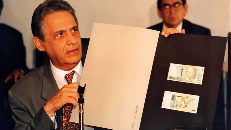 1994 - Real, o plano que funcionou: proposta de FHC estabiliza a inflação e coloca a economia brasileira em outro patamar
