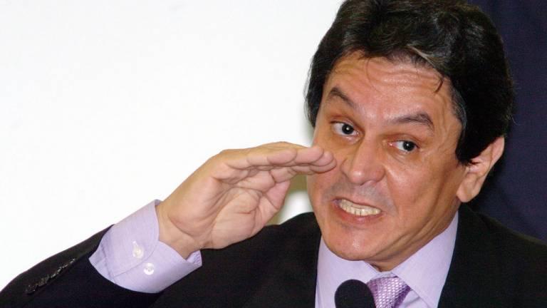 2005 - Mensalão, o País pune os corruptos: o PT é flagrado comprando apoio político e seus principais líderes são condenados