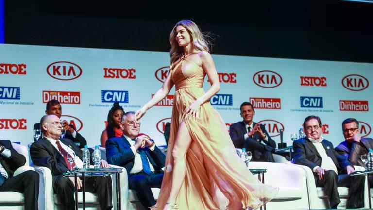 A atriz Grazi Massafera recebeu o prêmio Brasileiro do Ano na categoria Televisão por ter se consolidado como um dos principais nomes da TV brasileira em 2016.