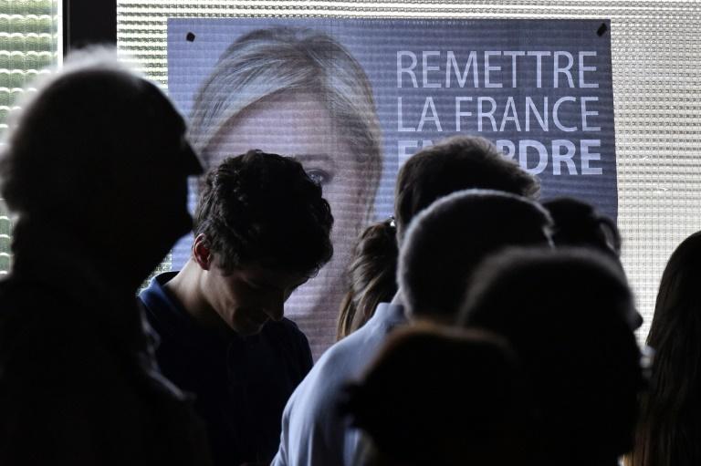 Investidores mantêm prudência antes da eleição na França