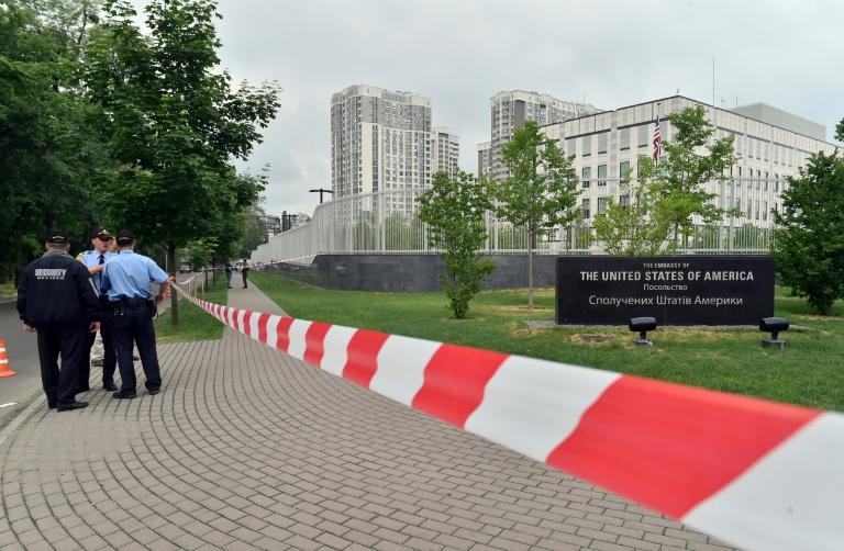 Embaixada americana em Kiev é atingida por bomba, sem fazer vítimas