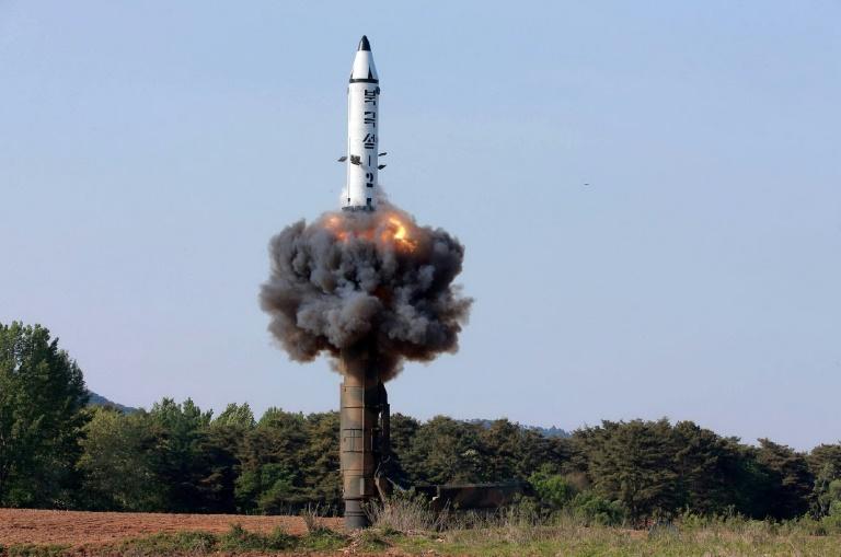 Coreia do Norte lança mísseis no Mar do Japão