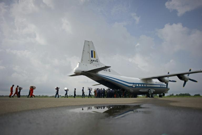 Marinha encontra corpos e fuselagem de avião birmanês
