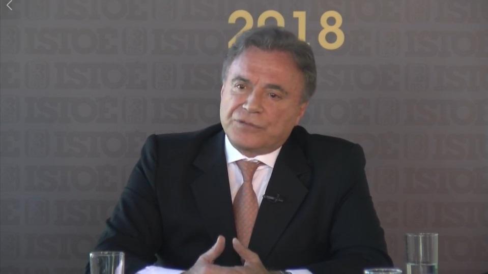 Álvaro Dias ressalta biografia ficha limpa e se diz a favor do porte de arma