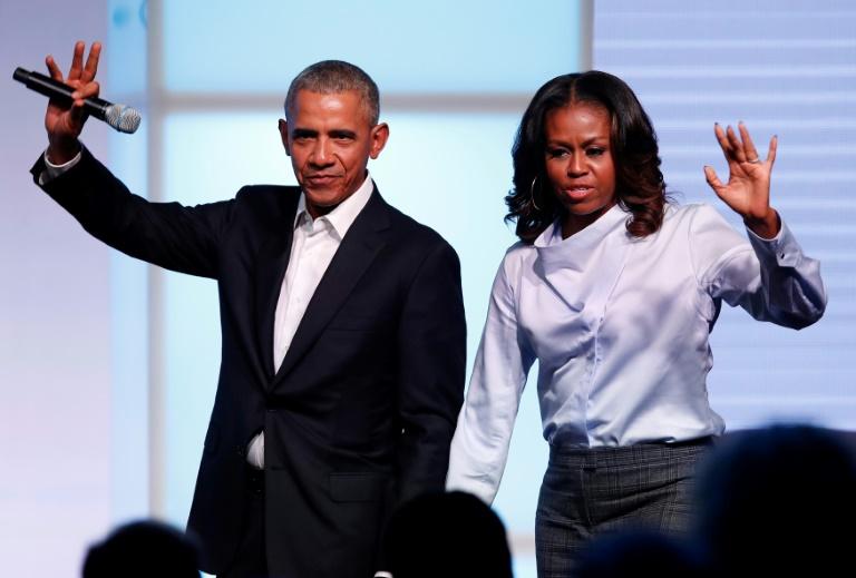 Obama e Michelle celebram vitória decisiva e histórica de Biden