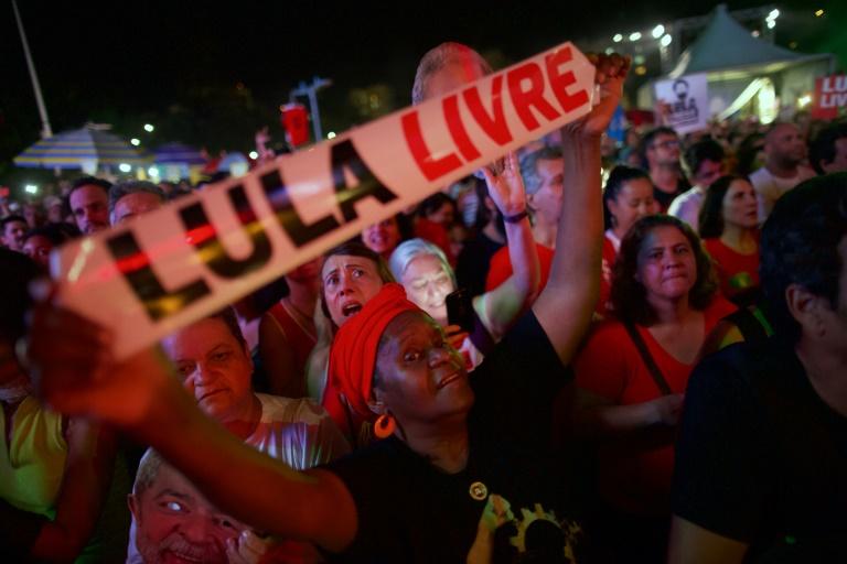 Com Chico Buarque e Gilberto Gil, 'Festival Lula Livre' reúne milhares no Rio