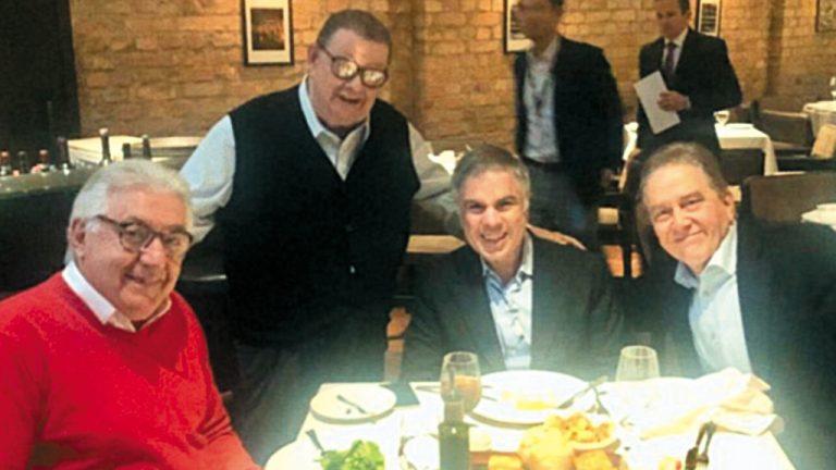ALMOÇO DE PESO Os presidenciáveis Guilherme Afif, Flávio Rocha e Paulo Rabello (da esq. para a dir.) almoçam com o ex-ministro Delfim Neto
