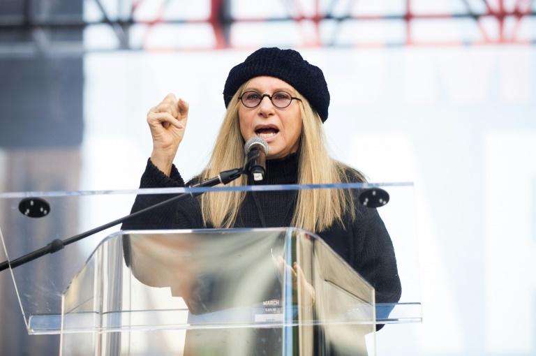 Em podcast, Barbra Streisand fala sobre experiências com maconha e álcool