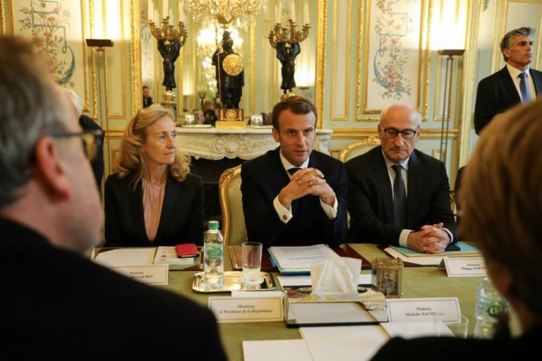 Mais de 150 defensores dos direitos humanos se reúnem em Paris