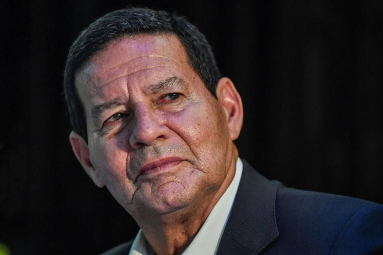 Mourão propõe 'corredor de escape' para Maduro