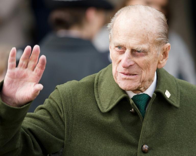 Príncipe Philip pede desculpas à mulher que ficou ferida em acidente de carro