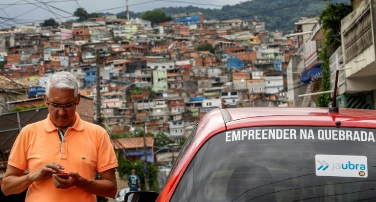 Se o Uber não chega, vá de JaUbra: a alternativa de transporte na periferia de SP
