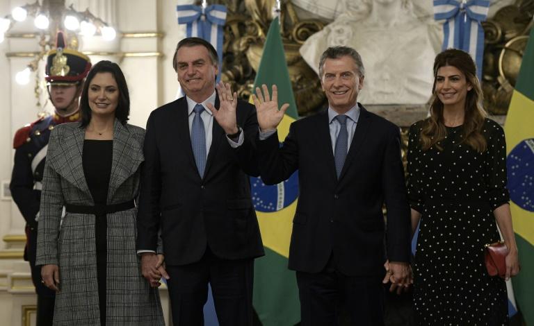 """Em encontro com Macri, Bolsonaro pede """"eleição responsável"""" aos argentinos"""