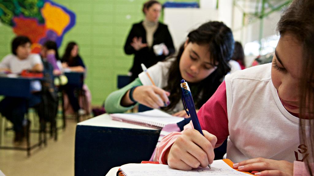 Metade dos estudantes no mundo está sem aulas, diz Unesco