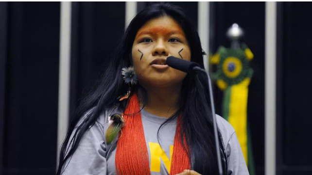 Quem é Ysani Kalapalo, a indígena youtuber aliada de Bolsonaro