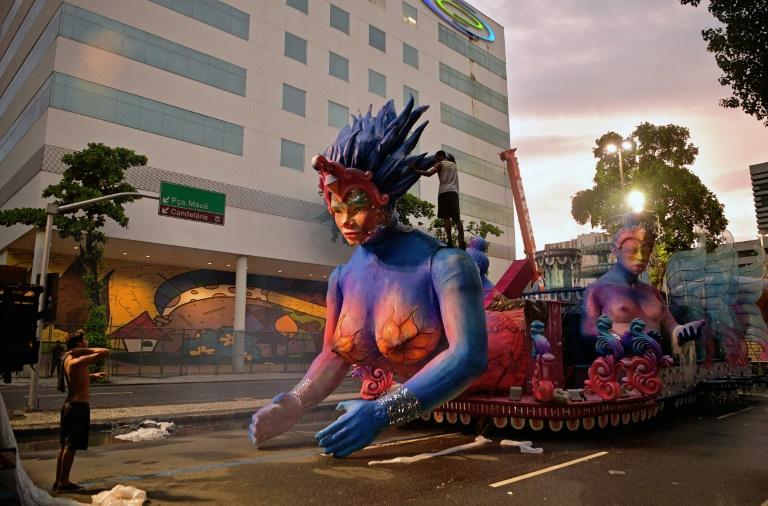 Escolas de samba aumentam o tom de crítica social no carnaval do Rio