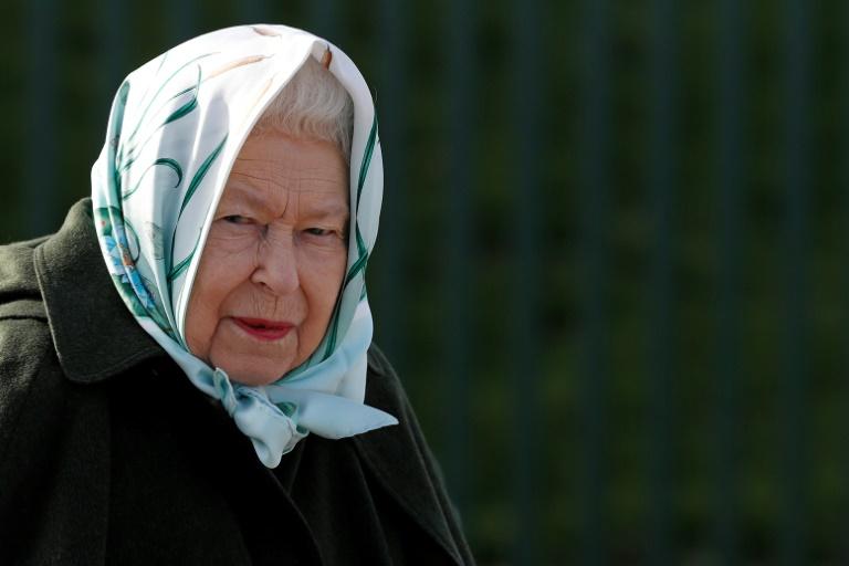 Coronavírus força rainha Elizabeth II a aprender conversar por vídeo