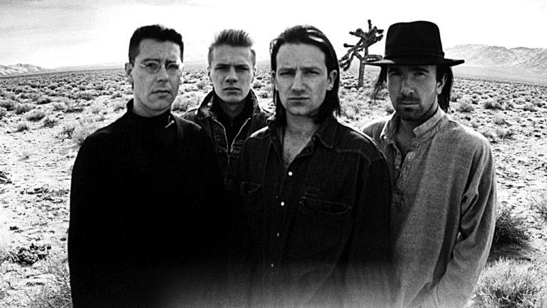 Anton Corbijn O holandês é o fotógrafo favorito do U2. No final de 1986, passou três dias fotografando os irlandeses no Deserto de Mojave, na Califórnia, para a capa do álbum 'The Joshua Tree'