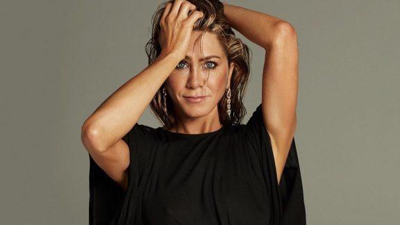 Jennifer Aniston diz que cortou relações com quem recusou se vacinar contra Covid