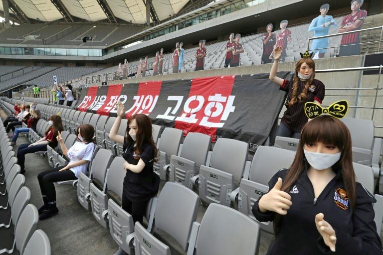 Clube da Coreia recebe multa após colocar bonecas sexuais em arquibancadas