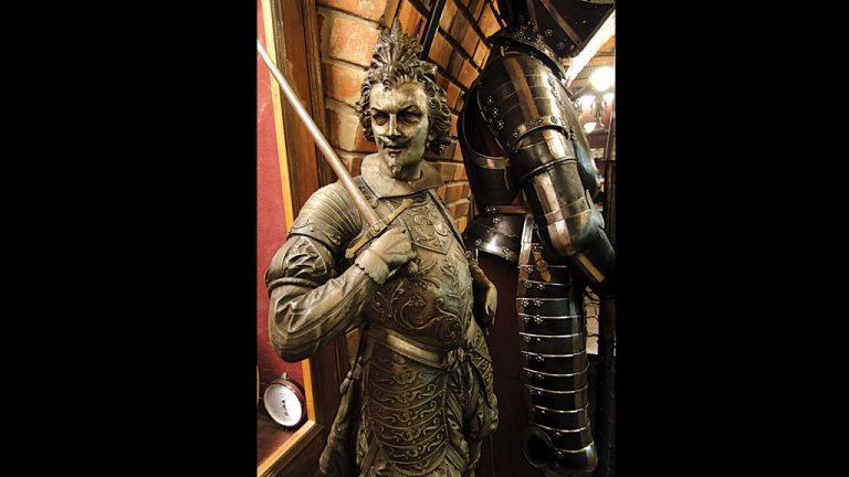 2-Coleção de armaduras europeias da época da descoberta do Brasil