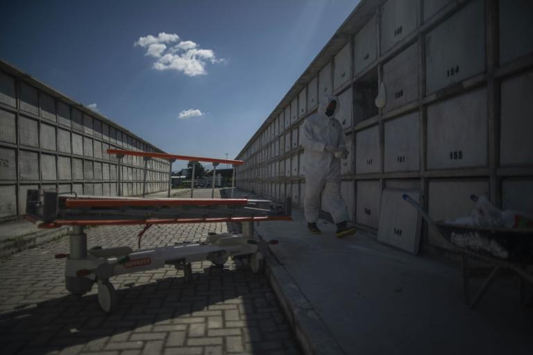 Europa volta à vida, enquanto Brasil e EUA batem recordes de mortes
