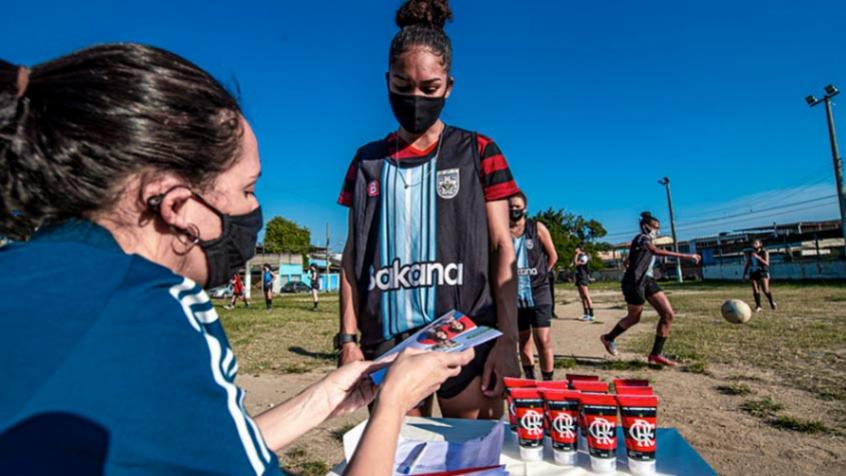 Campanha 'Nação Solidária' do Flamengo ajuda atletas do futebol feminino do Rio de Janeiro