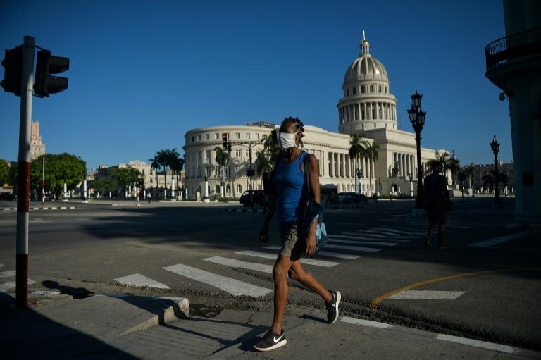EUA impedirão envio de dinheiro a Cuba através de entidades controladas por militares cubanos