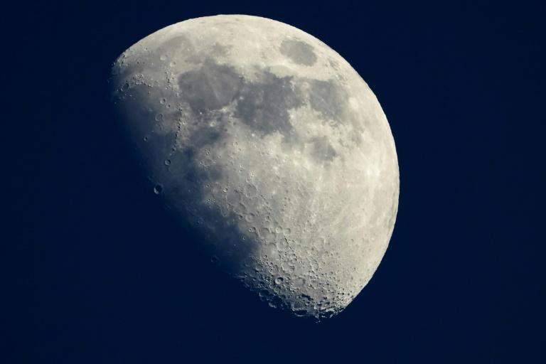 Empresa planeja levar urnas com cinzas de cientistas famosos para Lua