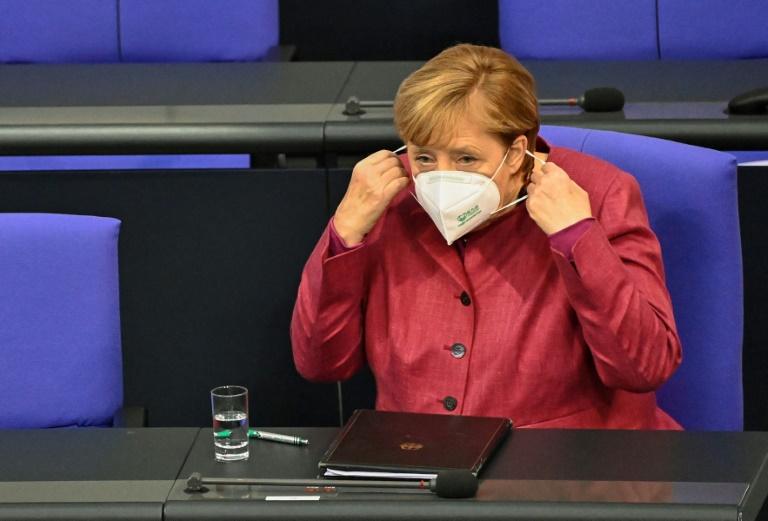 """Merkel adverte contra """"mentiras e desinformação"""" na luta contra o coronavírus"""
