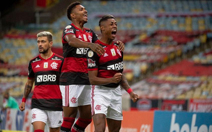Flamengo se impõe, vence o Coritiba e assume a liderança provisória do Brasileiro