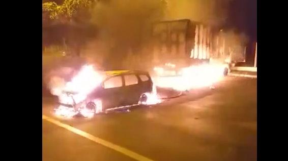 Araraquara tem madrugada de terror com tiroteios e carros incendiados