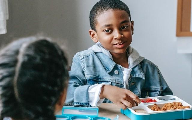 Volta às aulas: 5 dicas para montar uma lancheira saudável a semana toda