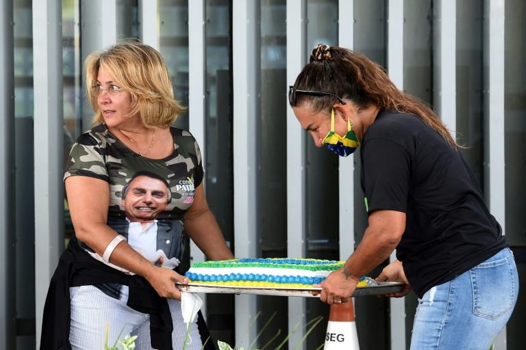 Bolsonaro aproveita seu aniversário para voltar a atacar restrições da pandemia