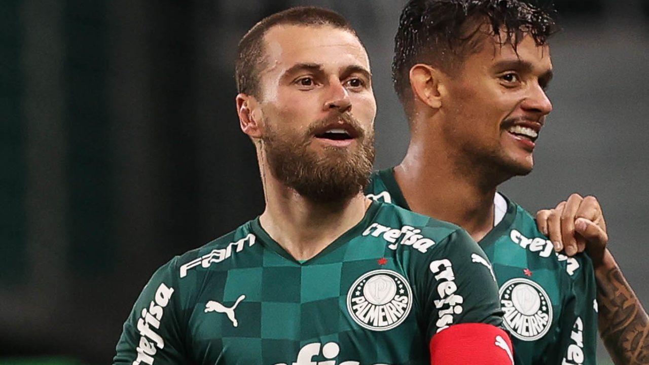 Lucas Lima, do Palmeiras, faz harmonização facial e surge irreconhecível