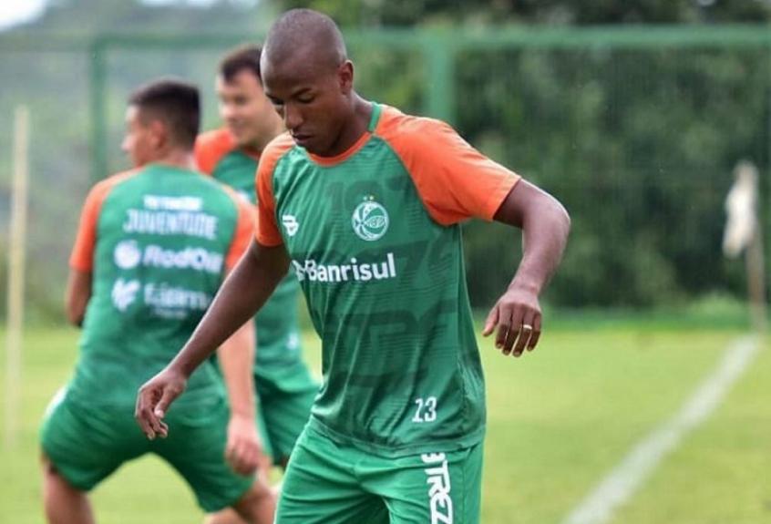 Samuel Santos celebra retorno aos gramados e mira na Copa do Brasil: 'Virar a chave'