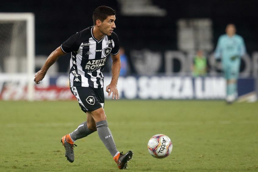 Botafogo tenta rescindir o contrato de Barrandeguy, mas jogador recusa por achar que ainda pode agregar
