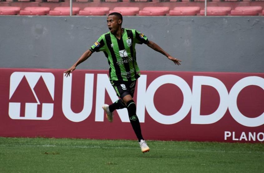 Palmeiras aumenta proposta por Ademir e ganha concorrentes na disputa pelo atacante